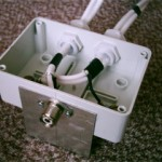 Krabička s konektorom a prispôsobovacím vedením