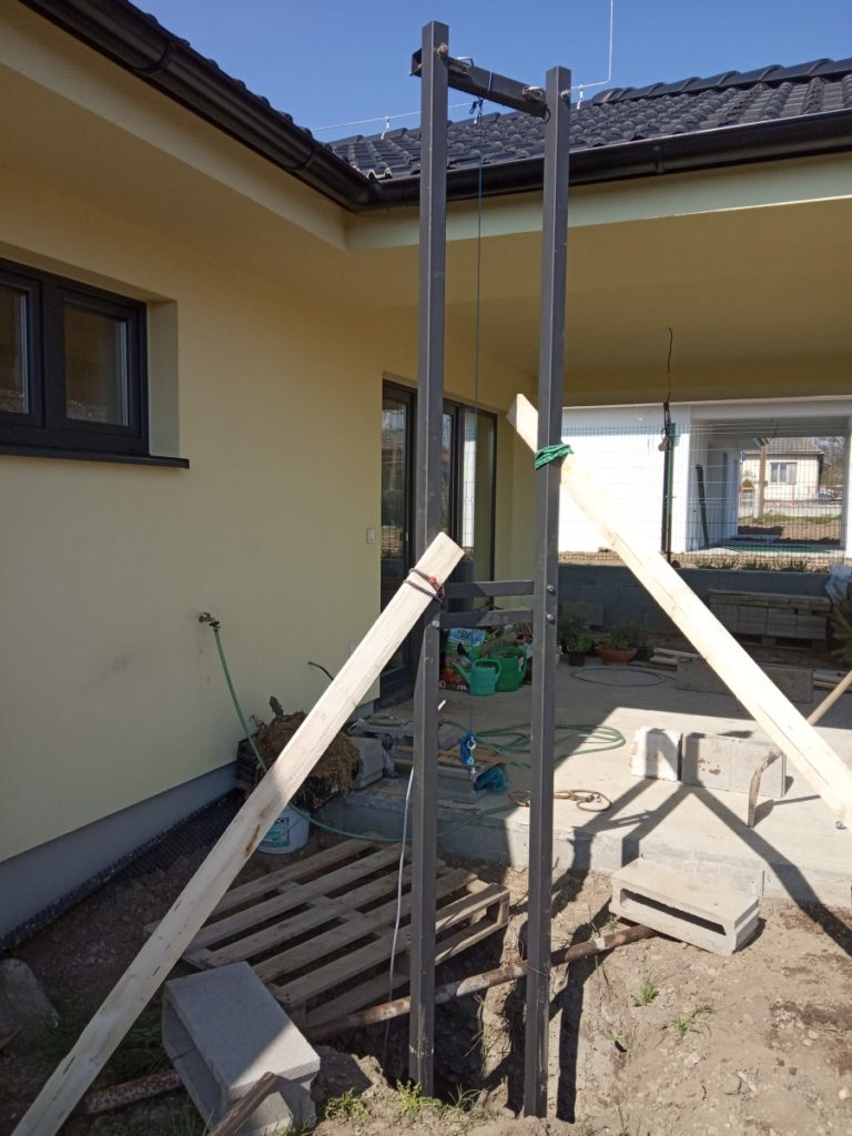 Concreting the mast support structure - hoists